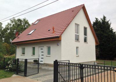 Haus mit rotem Satteldach