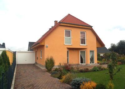 Haus mit Fertigteilgarage
