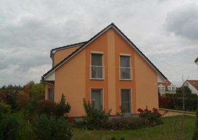 Haus mit mehrfarbigen Putz